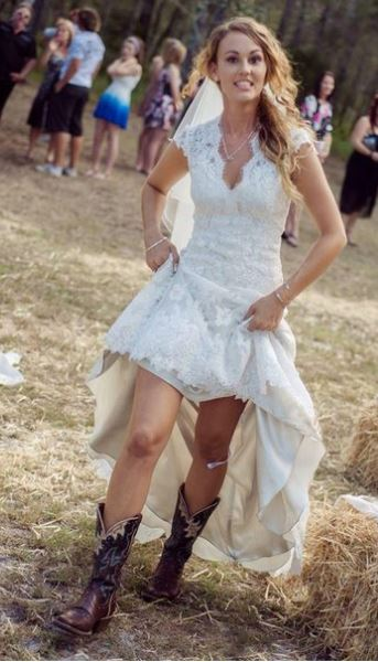 Casual wedding dresses outdoor weddings outside the for Wedding dresses for outdoor country wedding
