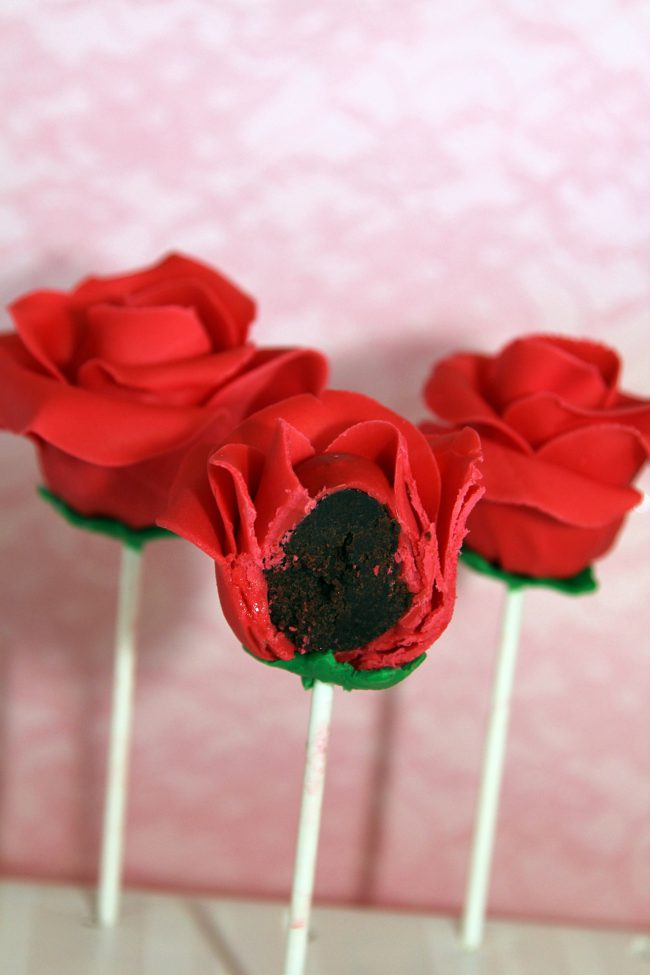 Red rose cake pops