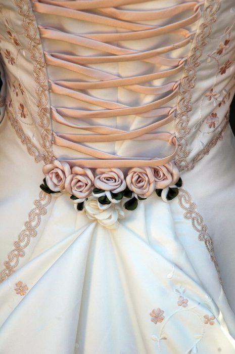 Lace up style wedding dress