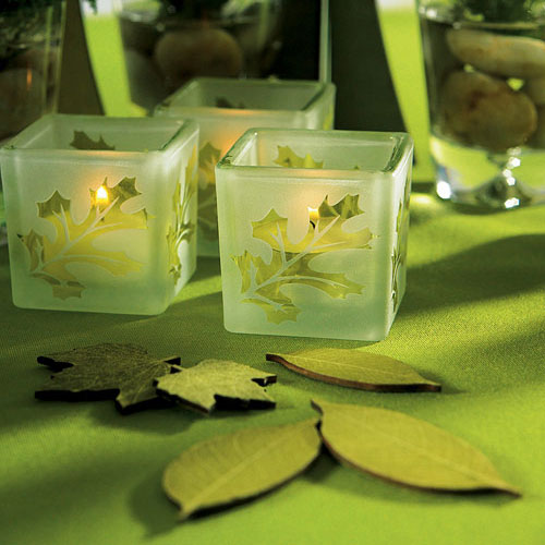Green wooded leaves wedding table confetti